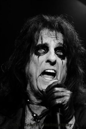 Alice Cooper Raise the Dead 2014
